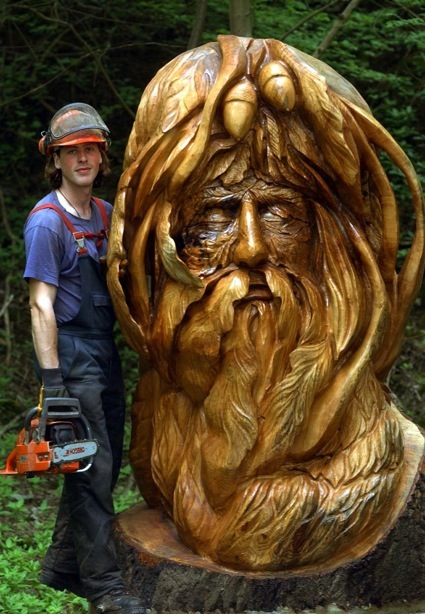 Awesome chainsaw carving